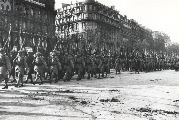 Defile of the troops in the 30s (war approached)