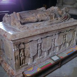 1280px-Table_tomb_in_St_Helen\'s_Church,_Ashby-de-la-Zouch.jpg