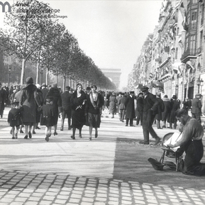 Champs Elysees (still with cobblestones) - 1932